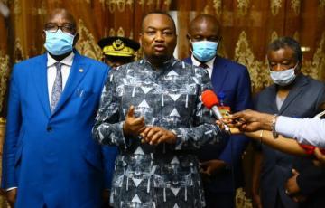 Covid-19 en RDC : Les autorités allègent le couvre-feu et annoncent le début de la vaccination